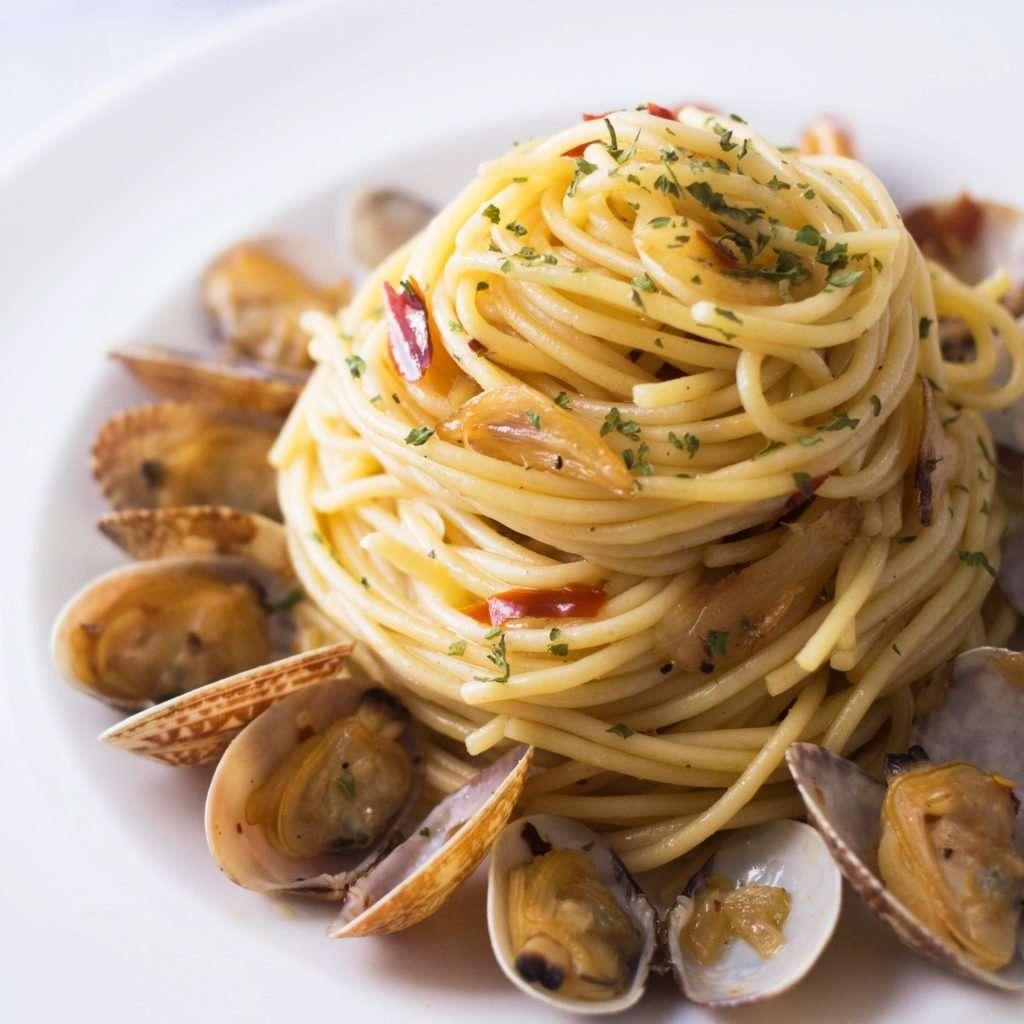 close up photo of vongole spaghetti